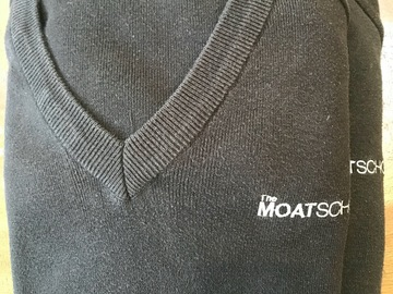 Selling with online payment: Moat School Pullover Bundle Size 40