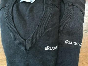Selling with online payment: Moat School Pullover Bundle Size 34