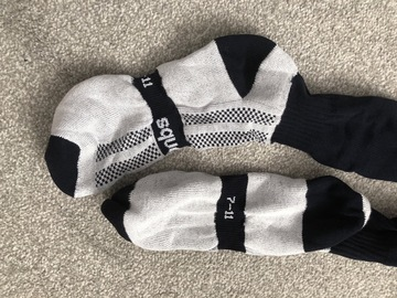 Selling with online payment: Navy Games Socks