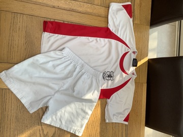 """Selling with online payment: SH House T-shirt 30/32 with white shorts 26"""""""